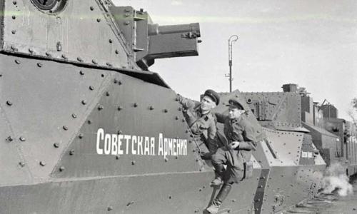 Общий вид бронепоезда «Советская Армения», построенного на средства трудящихся Армянской ССР