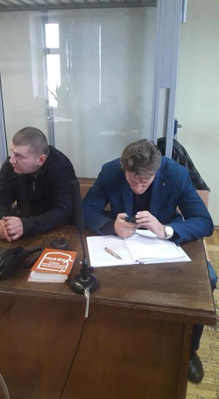 А. Хандрыкин (слева) и адвокат В. Рыбин