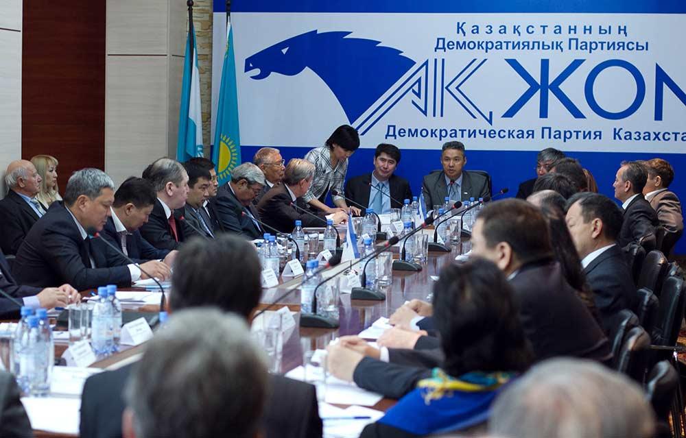 Активизация попыток партийного строительства в Казахстане
